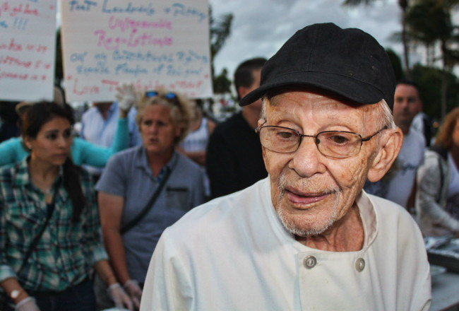 Arnold Abbott, the 90-year-old man who heads Love Thy Neighbor, along with other volunteers, helps feed homeless people in Fort Lauderdale, Fla., on Wednesday, Nov 5. 2014. (Michael Clary/Sun Sentinel/MCT) ORG XMIT: 1159674
